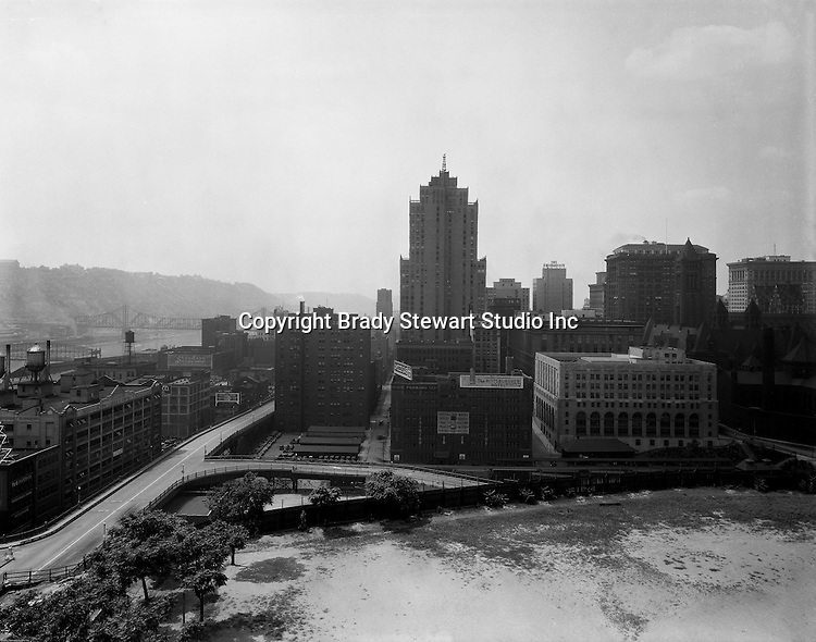 Pittsburgh PA:  View of Pittsburgh and the Monongahela River from the bluff at Duquesne University - 1932