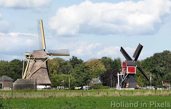 Nederland Oud-Zuilen - Augustus 2018.  Twee molens. Rechts de Buitenwegse Molen, een wipmolen.  Foto Berlinda van Dam / Hollandse Hoogte