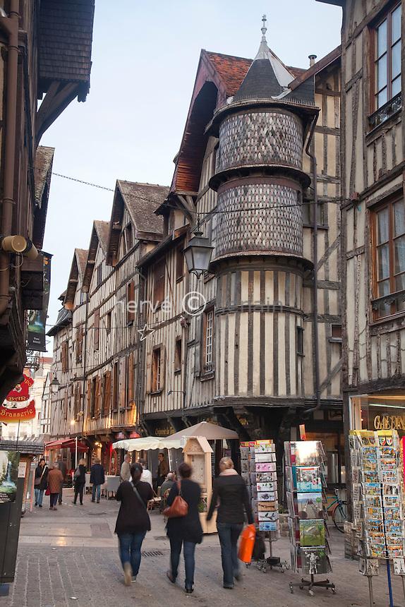 France, Aude (10), Troye, la vielle ville médiévale vers la rue Molé // France, Aude, Troye, the old medieval city near the street Mole