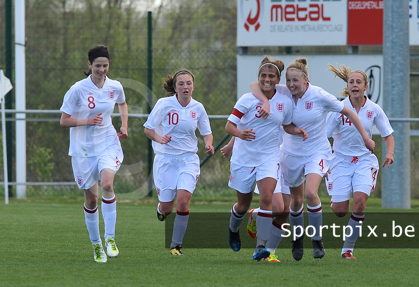 UEFA Women's Under 17 Championship - Second Qualifying round - group 1 : Belgium - England : .vreugde bij Paige Williams (3) en de engelse meisjes na het doelpunt.foto DAVID CATRY / Vrouwenteam.be