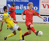 SC Wielsbeke - Cappellen FC..de ingevallen Jeroen De Vlaeming heeft de bal voor Jessy Lebsir (links)..foto VDB / BART VANDENBROUCKE