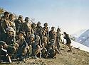 Iraq, 1977 <br /> In Nawzeng, peshmergas with left sitting, Mulazzem Omar Abdullah  <br /> Iraq 1977 <br /> A Nawzeng, des peshmergas avec assis a gauche, Mullazem Omar Abdullah