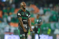 MEDELLIN - COLOMBIA, 19-05-2019: Gustavo Chara del Cali celera al final del encuentro entre Atlético Nacional y Deportivo Cali por la fecha 3, cuadrangulares semifinales, de la Liga Águila I 2019 jugado en el estadio Atanasio Girardot de la ciudad de Medellín. / Gustavo Chara of Cali celebrates after the match between Atletico Nacional and Deportivo Cali for the date 3, semifinal quadrangulars, of the Liga Aguila I 2019 played at the Atanasio Girardot Stadium in Medellin city. Photo: VizzorImage / Leon Monsalve / Cont