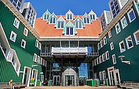 Nederland Zaandam. 2015-06-11. Het Stadhuis van Zaandam. Het gebouw is een ontwerp van Sjoerd Soeters