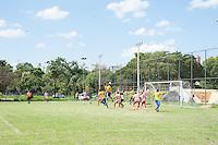 PIRACICABA 27.04.14 - FUTEBOL DE VÁRZEA - Hoje teve início o maior campeonato da várzea do interior Paulista, lances da partida entre Real Madri ( listrado ) X Canta Galo F.C. ( amarelos ). (Foto: Mauricio Bento/BrazilPhotoPress )