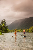 USA, Hawaii, The Big Island, paddle boarders Donica and Abraham Shouse in the Waipio Valley