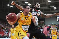Basketball  1. Bundesliga  2016/2017  Hauptrunde  12. Spieltag  04.12.2016 Walter Tigers Tuebingen - ratiopharm Ulm Isaiah Philmore (li, Tigers) gegen Da Sean Butler (re, Ulm)