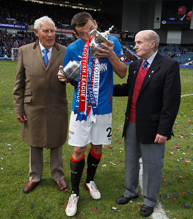Lee McCulloch with Rangers legends Bobby Brown and Johnny Hubbard