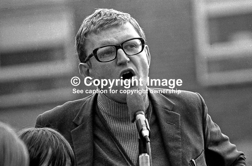 Kevin McCorry, political activist, prominent in the civil rights movement, addresses a meeting in the Bogside district of Londonderry. Exact purpose of the meeting not known. The same meeting was also addressed by Eamonn McCann and Bernadette Devlin, also political activists involved in the civil rights movement. 197207290433.<br /> <br /> Copyright Image from Victor Patterson, 54 Dorchester Park, Belfast, UK, BT9 6RJ<br /> <br /> t1: +44 28 9066 1296 (from Rep of Ireland 048 9066 1296)<br /> t2: +44 28 9002 2446 (from Rep of Ireland 048 9002 2446)<br /> m: +44 7802 353836<br /> <br /> e1: victorpatterson@me.com<br /> e2: victorpatterson@gmail.com<br /> <br /> The use of my copyright images is subject to my Terms &amp; Conditions.<br /> <br /> It is IMPORTANT that you familiarise yourself with them. They are available on my website at www.victorpatterson.com.<br /> <br /> None of my copyright images may be used on a website unless they are visibly watermarked, i.e. &copy; Victor Patterson within the body of the visible image. Metadata denoting my copyright must NOT be deleted. <br /> <br /> Web use is extra at currently recommended NUJ rates.