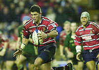 20/01/02 - Powergen  Cup - Quarter Final<br /> Madejski Stadium - Reading <br /> London Irish v Gloucester:<br /> Henry Paul, on the attack.[Mandatory Credit:Peter SPURRIER/Intersport Images]