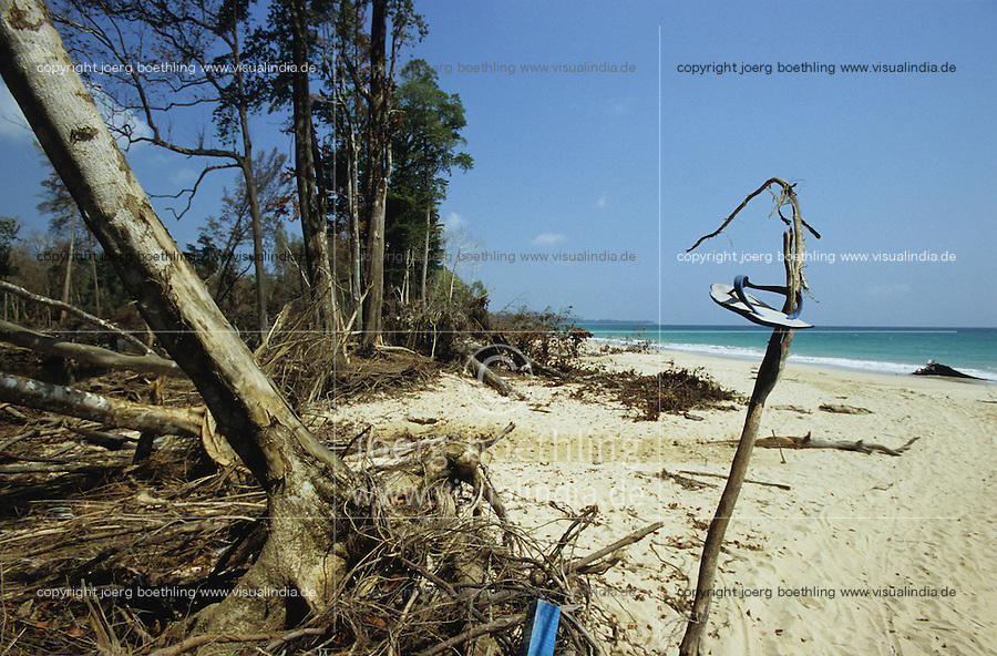 "Asien Indien IND Andamanen und Nikobaren Insel Little Andaman .Tsunami Zerstörung am Strand von Little Anadaman entwurzelte Bäume -  indischer Ozean Tod Opfer Flutopfer Tropenparadies Tropen Sandstrand Sand Inseln Trauminsel  Traumstrand Meer xagndaz | .Third world Asia India Andaman and Nicobar Island Little Andaman.Tsunami disaster destruction at beach uprooted tree - catastrophe earthquake seaquake indian ocean sea wave flood destroy destruction . | [copyright  (c) Joerg Boethling/agenda , Veroeffentlichung nur gegen Honorar und Belegexemplar an / royalties to: agenda  Rothestr. 66  D-22765 Hamburg  ph. ++49 40 391 907 14  e-mail: boethling@agenda-fototext.de  www.agenda-fototext.de  Bank: Hamburger Sparkasse BLZ 200 505 50 kto. 1281 120 178  IBAN: DE96 2005 0550 1281 1201 78 BIC: ""HASPDEHH""] [#0,26,121#]"