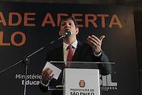 SÃO PAULO, 11.02.2014 - O prefeito Fernando Haddad lança nesta terça-feira (11) os 18 polos da Universidade Aberta do Brasil (UAB) em São Paulo. Os cursos serão nos CEUs aprovados pela Coordenação de Aperfeiçoamento de Pessoal de Nível Superior (Capes). A capital paulista terá oferta de 30 cursos, entre especializações, licenciaturas e aperfeiçoamentos, com cerca de seis mil vagas para a formação de educadores da Rede Municipal de Ensino e demais interessados na cidade. O lancamento aconteceu no Palacio das Artes na regiao central de Sao Paulo. (Foto: Jorge Andrade / Brazil Photo Press).