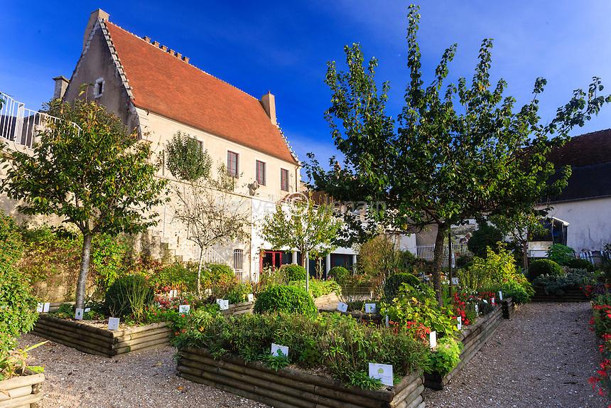 France, Cher (18), région du Berry, Sancerre, la Maison des Sancerre, le jardin // France, Cher, Sancerre, Maison des Sancerre, the garden