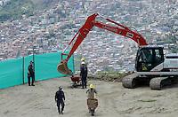 MEDELLÍN - COLOMBIA, 05-08-2015. En La Escombrera, en la comuna 13 de Medellín, se iniciaron las excavaciones para la búsqueda de cuerpos y evidencia de las víctimas de las milicias y paramilitares. En la jornada estuvieron presentes 12 mujeres que esperan esclarecer la suerte de sus familiares desaparecidos./ In La Escombrera, at Comuna 13 in Medellin, began the excavations to search the bodies and evidence of  the victims of violence by militias and paramilitary. During the day were present 12 women  who hope to clarify the fait of their missing relatives.  Photo: VizzorImage/ León Monsalve /STR