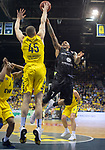 10.05.2019, EWE Arena, Oldenburg, GER, easy Credit-BBL, EWE Baskets Oldenburg vs Mitteldeutscher BC, im Bild<br /> Nathan BOOTHE (EWE Baskets Oldenburg #45 ) Sergio KERUSCH (Mitteldeutscher BC #7 )<br /> <br /> Foto © nordphoto / Rojahn
