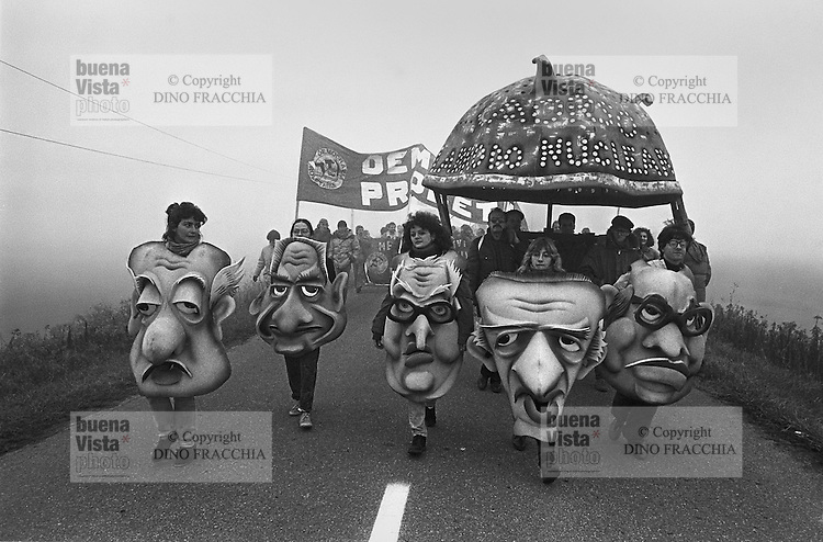 - demonstration against Caorso  nuclear power station  (October 1986)....- manifestazione contro la centrale nucleare di Caorso(ottobre 1986)
