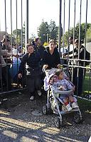 Roma, 11 Novembre 2009.Sgomberati in mattinata dal campo di Via Centocelle i Rom Romeni dopo aver stazionato per ore in un giardino occupano una ex fabbrica di birra in via dei Gordiani.Rome, 11 November 2009.The Roma Romanian community  evacuated from the camp occupies an abandoned factory