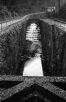 Il naviglio di Paderno d'Adda. Chiusa e conca --- The naviglio canal of Paderno d'Adda. Lock and pound