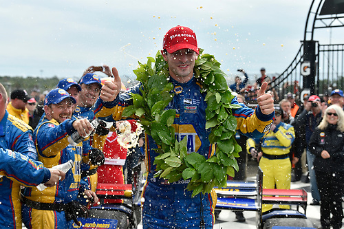 Verizon IndyCar Series<br /> IndyCar Grand Prix at the Glen<br /> Watkins Glen International, Watkins Glen, NY USA<br /> Sunday 3 September 2017<br /> Alexander Rossi, Curb Andretti Herta Autosport with Curb-Agajanian Honda celebrates the win with team in victory lane.<br /> World Copyright: Scott R LePage<br /> LAT Images<br /> ref: Digital Image lepage-170903-wg-7877