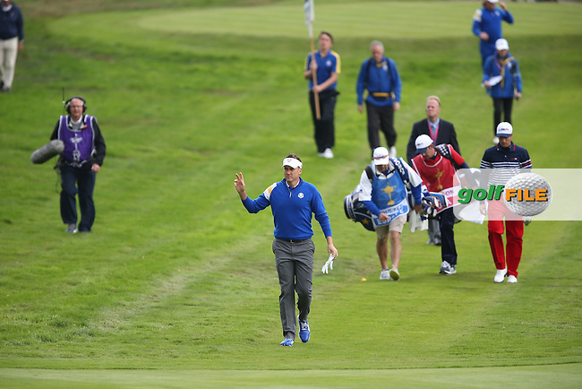 Ian Poulter (EUR) salutes the cheers during Sunday's Singles at the 2014 Ryder Cup from Gleneagles, Perthshire, Scotland. Picture:  David Lloyd / www.golffile.ie