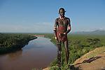 Habitants du village Karo de Korcho dominant le fleuve Omo au sud du parc national de Mago