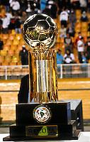 ATENÇÃO EDITOR: FOTO EMBARGADA PARA VEÍCULOS INTERNACIONAIS SÃO PAULO,SP,26 SETEMBRO 2012 - FINAL RECOPA SUDAMERICANA - SANTOS (bra) x UNIVERSIDAD DE CHILE (chi) - Time  do Santos antes da  partida Santos x Universidad de Chile  válido pela final da Recopa Sudameircana no Estádio Paulo Machado de Carvalho (Pacaembu), na região oeste da capital paulista na noite desta quarta feira (26).(FOTO: ALE VIANNA -BRAZIL PHOTO PRESS).