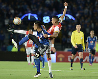 BOGOTA - COLOMBIA -14 -03-2015: Fernando Uribe (Izq) jugador de Millonarios disputa el balón con Francisco Meza (Der) jugador de Independiente Santa Fe durante partido por la fecha 10 de la Liga Águila I 2015 jugado en el estadio Nemesio Camacho El Campín de la ciudad de Bogotá./ Fernando Uribe (L) player of Millonarios fights for the ball with Francisco Meza (R) player of Independiente Santa Fe during the match for the 10th date of the Aguila League I 2015 played at Nemesio Camacho El Campin stadium in Bogotá city. Photo: VizzorImage / Gabriel Aponte / Staff.
