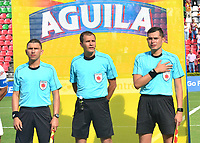 IBAGUÉ-COLOMBIA , 10 -11-2018 .Luis Trujillo Serna referee central en el encuentro  entre el Deportes Tolima y  Patriotas Boyacá durante partido por la fecha 19 de la Liga Águila II 2018 jugado en el estadio Manuel Murillo Toro de la ciudad de Ibagué./ Central referee Luis Trujillo Serna  during match Deportes Tolima  and  Patriotas Boyaca during the match for the date 19 of the Aguila League II 2018 played at Manuel Murillo Toro  stadium in Ibague city. Photo: VizzorImage/ Juan Carlos Escobar / Contribuidor