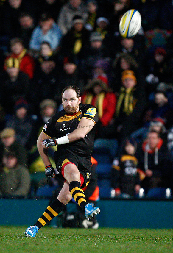Photo: Richard Lane/Richard Lane Photography. London Wasps v Exeter Chiefs. Aviva Premiership. 05/01/2014. Wasps' Andy Goode kicks.