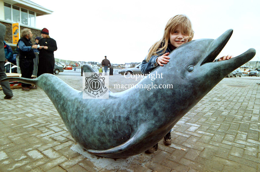 Iveragh Counihan from Sligo  has a close up view of Fungi the Dingle Dolphin's Bronze statue which was unveiled yesterday.<br /> Picture by MacMonagle, Killarney