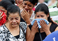 S&Atilde;O PAULO,SP 27 FEVEREIRO 2012 ENTERRO GAROTO JET SKY<br /> A av&oacute; e a M&atilde;e do garoto Mitchel de Carvalho que morreu no domingo em uma acidente de jet sky em uma represa dentro do Clube N&aacute;utico Tahit durante o enterro realizado na terde de hoje no cemiterio da vila formosa na zona leste.FOTO ALE VIANNA/BRAZIL PHOTO PRESS.