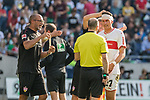 06.10.2018, HDI Arena, Hannover, GER, 1.FBL, Hannover 96 vs VfB Stuttgart<br /> <br /> DFL REGULATIONS PROHIBIT ANY USE OF PHOTOGRAPHS AS IMAGE SEQUENCES AND/OR QUASI-VIDEO.<br /> <br /> im Bild / picture shows<br /> Mario Gomez (VfB Stuttgart #27) mit Kopfverband beschwert sich bei Schiedsrichter-Assistenten Mike Pickel, <br /> <br /> Foto &copy; nordphoto / Ewert