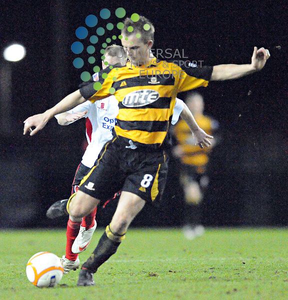 Alloas Mark Brown in action during The Irn-Bru Second Division match between Clyde and Alloa at Broadwood Stadium 07/04/10..Picture by Lorraine Hill/Universal News & Sport (Scotland).