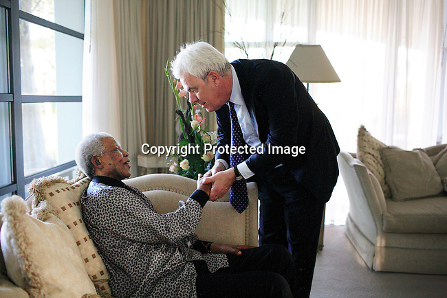 Peter Kraemer meets Neslon Mandela during a visit on June 14, 2006 in Maputo, Mozambique..Photo: Per-Anders Pettersson/Agentur Focus