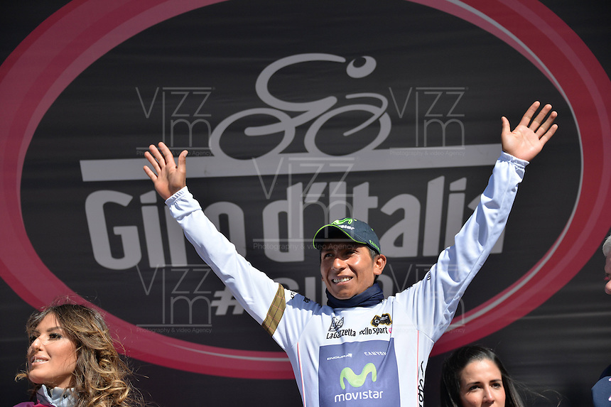 ITALIA. 31-05-2014. Nairo Alexander  Quintana Rojas -Col- (Movistar) celebra al recibir la malla blanca de novato después su participación en la etapa 20 entre  Maniago y Monte Zoncolan con una distancia de 167 Km en la versión 97 del Giro de Italia hoy 22 de mayo de 2014. / Nairo Alexander  Quintana Rojas -Col- (Movistar) celebrates to receive the maglia bianca after his participation on the 20th stage between Maniago and Monte Zoncolan with a distance of 167 km in the 97th version of Giro d'Italia today May 22th 2014 Photo: VizzorImage/ Gian Mattia D'Alberto / LaPresse<br /> VizzorImage PROVIDES THE ACCESS TO THIS PHOTOGRAPH ONLY AS A PRESS AND EDITORIAL SERVICE AND NOT IS THE OWNER OF COPYRIGHT; ANOTHER USE HAVE ADDITIONAL PERMITS AND IS  REPONSABILITY OF THE END USER