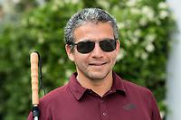 Blindentrainer Juan Ruiz motiviert als Coach Kinder und Jugendliche mit Sehbehinderung und lehrt ihnen unter anderem mit einer einzigartigen Technik durch Klicklaute sich raeumlich zu orientieren. Der 38-Jaehrige gebuertige Mexikaner ist von Geburt an blind und hat den Grand Canyon durchwandert, Gebirge erklommen und haelt den Weltrekord im blinden Mountainbiken.<br /> Im Bild: Juan Ruiz in Berlin.<br /> 17.5.2019, Berlin<br /> Copyright: Christian-Ditsch.de<br /> [Inhaltsveraendernde Manipulation des Fotos nur nach ausdruecklicher Genehmigung des Fotografen. Vereinbarungen ueber Abtretung von Persoenlichkeitsrechten/Model Release der abgebildeten Person/Personen liegen nicht vor. NO MODEL RELEASE! Nur fuer Redaktionelle Zwecke. Don't publish without copyright Christian-Ditsch.de, Veroeffentlichung nur mit Fotografennennung, sowie gegen Honorar, MwSt. und Beleg. Konto: I N G - D i B a, IBAN DE58500105175400192269, BIC INGDDEFFXXX, Kontakt: post@christian-ditsch.de<br /> Bei der Bearbeitung der Dateiinformationen darf die Urheberkennzeichnung in den EXIF- und  IPTC-Daten nicht entfernt werden, diese sind in digitalen Medien nach §95c UrhG rechtlich geschuetzt. Der Urhebervermerk wird gemaess §13 UrhG verlangt.]