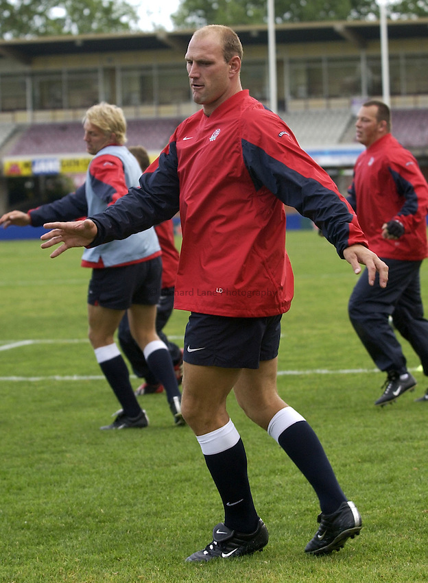 Photo: Richard Lane..England training at Brookvale Oval, Manly, Sydney. RWC 2003. 13/11/2003..Lawrence Dallaglio.