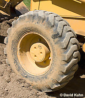 0713-1118  Backhoe (back actor, rear actor), Detail of Wheel and Tire, Excavating Equipment  © David Kuhn/Dwight Kuhn Photography