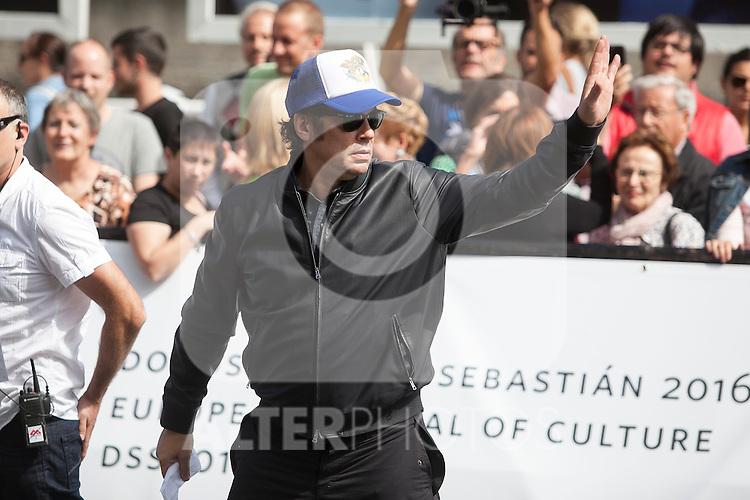 Puerto Rican actor Benicio del Toro arrives  at 63rd Donostia Zinemaldia (San Sebastian International Film Festival) in San Sebastian, Spain. September 18, 2015. (ALTERPHOTOS/Victor Blanco)