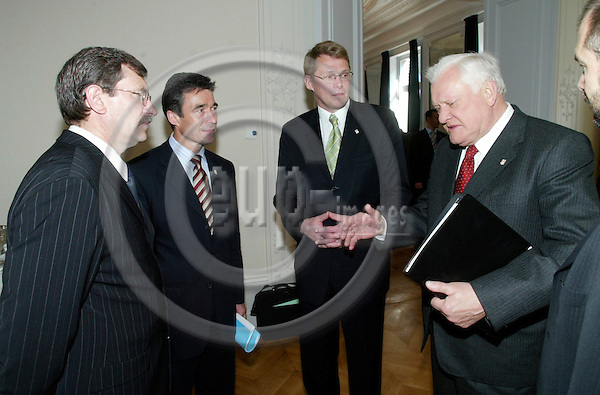 BRUSSELS - BELGIUM - 17 JUNE 2004--From left the prime ministers: Indulis EMSIS, Latvia, Anders Fogh RASMUSSEN, Denmark, Matti VANHANEN, Finland, and Algirdas BRAZAUSKAS, Lithuania, at the Nordic-Baltic breakfast meeting before the EU Summit.-- PHOTO: ERIK LUNTANG / EUP-IMAGES