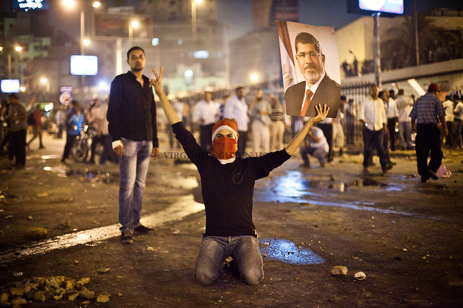 A pro Morsi protester is holding a poster of ousted President Mohammed Morsi during clashes in downtown Cairo, Egypt, Monday, July 15, 2013. <br /> <br /> Une manifestation pro Morsi tient un poster du pr&eacute;sident d&eacute;chu Mohammed Morsi lors d'affrontements dans le centre du Caire, en Egypte, le lundi 15 Juillet 2013.