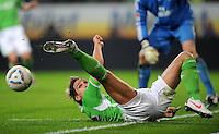 FUSSBALL   1. BUNDESLIGA   SAISON 2011/2012   27. SPIELTAG VfL Wolfsburg - Hamburger SV         23.03.2012 Patrick Helmes (VfL Wolfsburg) geht zum Ball