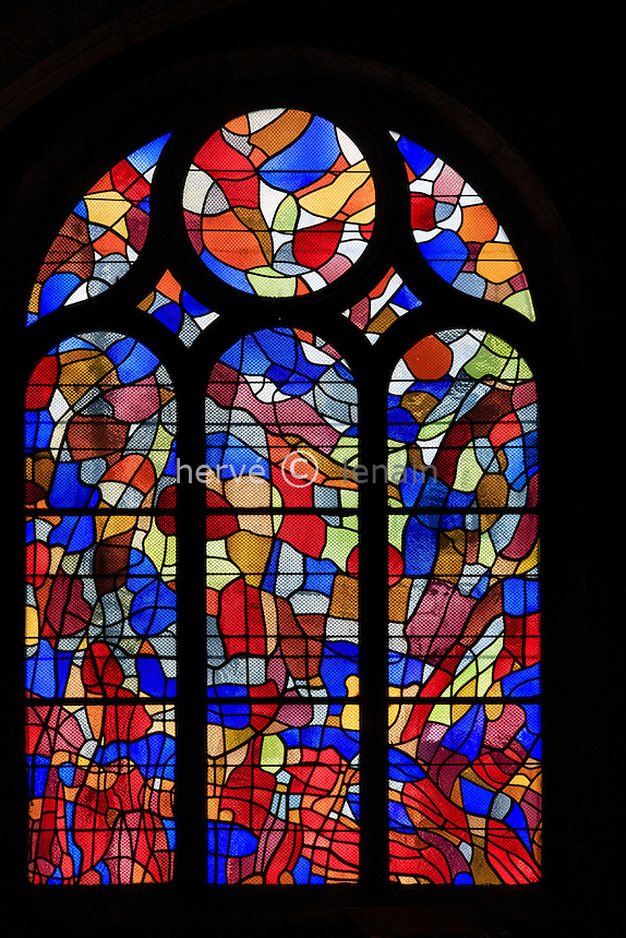 France, Franche-Comté (25), Pontarlier, église Saint-Bénigne, vitraux de Alfred Manessier // France, Franche Comte, Pontarlier, Saint Benigne church, stained-glass windows by Alfred Manessier