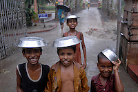 "Asien Suedasien Indien Westbengalen , Kinder im Monsun - Klima Wetter xagndaz | .South asia India Nimpith - children in monsoon rain - weather climate .| [ copyright (c) Joerg Boethling / agenda , Veroeffentlichung nur gegen Honorar und Belegexemplar an / publication only with royalties and copy to:  agenda PG   Rothestr. 66   Germany D-22765 Hamburg   ph. ++49 40 391 907 14   e-mail: boethling@agenda-fototext.de   www.agenda-fototext.de   Bank: Hamburger Sparkasse  BLZ 200 505 50  Kto. 1281 120 178   IBAN: DE96 2005 0550 1281 1201 78   BIC: ""HASPDEHH"" ,  WEITERE MOTIVE ZU DIESEM THEMA SIND VORHANDEN!! MORE PICTURES ON THIS SUBJECT AVAILABLE!!  ] [#0,26,121#]"