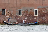 Italie, Vénétie, Venise:: Déménagement en gondole    // Italy, Veneto, Venice: