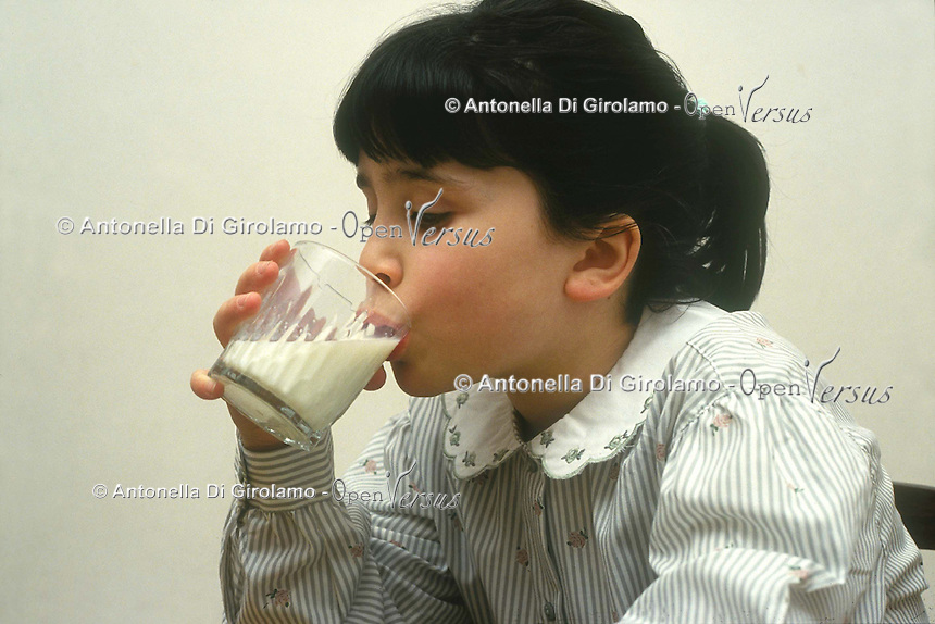 Cibi e bevande. Food and beverages..Latte. Milk..