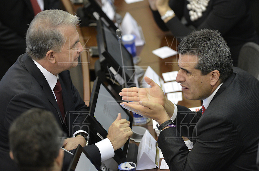 BOGOTA -COLOMBIA. 20-07-2014. Rodrigo Villalba (Izq) y Luis Fernando Velasco (Der) conversan durante la plenaria del Senado después de la instalación del Congreso de la República de Colombia por parte del presidente, Juan Manuel Santos en el Salón Elíptico del Capitolio Nacional./ Rodrigo Villalba (L) y Luis Fernando Velasco (R)  talk during the Senatre plenary after the installation of the Congress of the Republic of Colombia by the president, Juan Manuel Santosat Salon Eliptico in the National Capitol. Photo: VizzorImage/ Gabriel Aponte / Staff