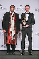 NEW YORK, NY 21.11.2016 - EMMY-2016 -  Krishnendu Majumdar, Richard Yee durante tapete vermelho do Emmy Internacional 2016 prêmio dos melhores atores e novelas da TV, em Nova York, nos Estados Unidos na noite desta segunda-feira, 21. (Foto: Vanessa Carvalho/Brazil Photo Press)