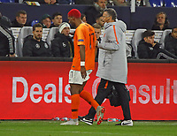 Ryan Babel (Niederlande) muss verletzt vom Platz - 19.11.2018: Deutschland vs. Niederlande, 6. Spieltag UEFA Nations League Gruppe A, DISCLAIMER: DFB regulations prohibit any use of photographs as image sequences and/or quasi-video.