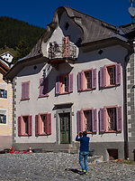 Engadiner Haus in Sent bei Scuol, Unterengadin, Graub&uuml;nden, Schweiz, Europa<br /> engadine house in Sent, Scuol Valley, Engadine, Grisons, Switzerland